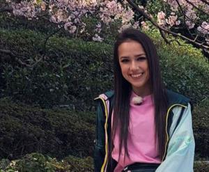 ザギトワ桜をバックにピンクコーデ姿が可愛すぎると評判
